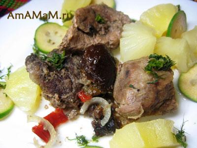 Вкусная тушеная свинина с имбирем и фруктами