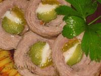 Трубочки - рулетики из свинины с корнишонами, салом и паприкой (сладким перцем)