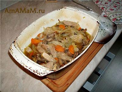 Свинина, тушеная с овощами в утятнице