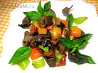 Свиное сердце, жареное с овощами: луком, перцем, помидорами и зеленью. Очень вкусно.