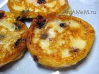 Вкусные сырники с черной смородиной