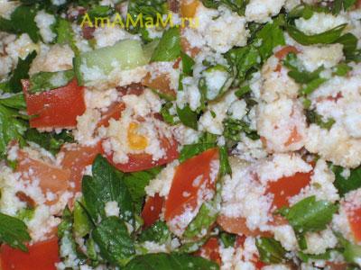 Готовый салат Табули с набухшей крупой, превратившейся в кремовую массу