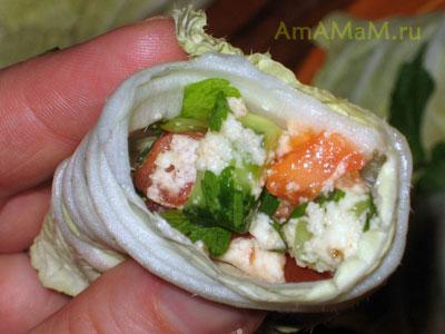 Готовый салат Табуле в рулетике из пекинской капусты