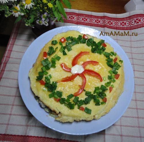 Как выглядит торт-омлет с сыром, зеленью и овощами