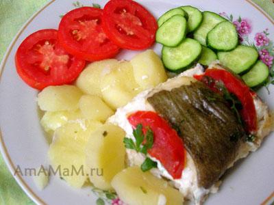 Рыба запеченная в фольге с гарниром из картошки и овощей