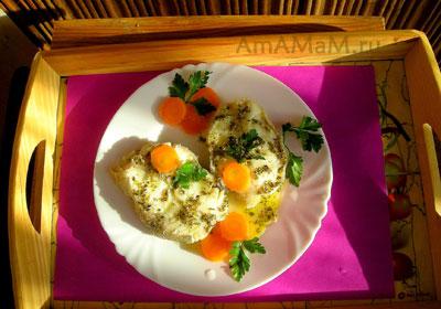 Вкусная вареная рыба менек (треска) с соусом из лимона и овощами