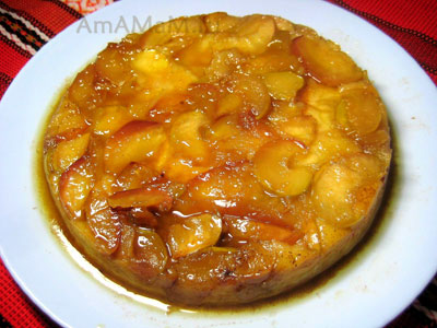 Вкусный яблочный десерт - пирог, сваренный на водяной бане