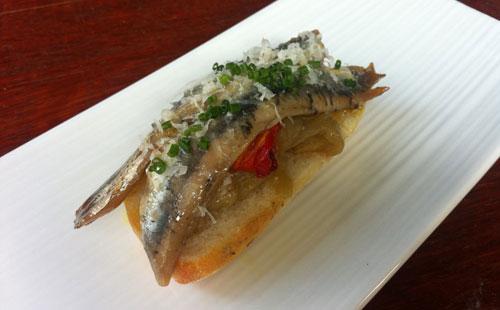 Как подают испанское блюдо из маринованного тунца