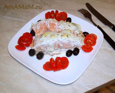 Отличный праздничный ужин из запеченного лосося под сырно-сметанным соусом!