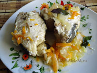 Как потушить рыбу - рецепт вкусного тушеного менька с морковкой и луком!
