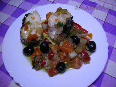 Очень вкусных хек (мерлуза), с сочными овощами, запеченный в духовке