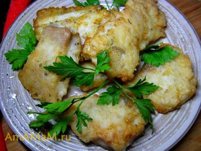 Очень вкусная еда из жареной рыбе в рисовой муке