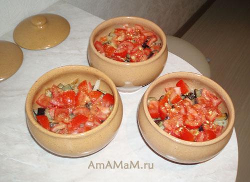 Закладка мяса, картофеля и овощей в горшочки