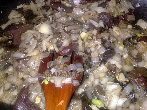 Жарим грибы для жаркого с картошкой