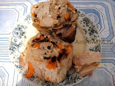 Свинина, запеченная с морковкой, гвоздикой, перцем и чесноком в фольге в аэрогриле