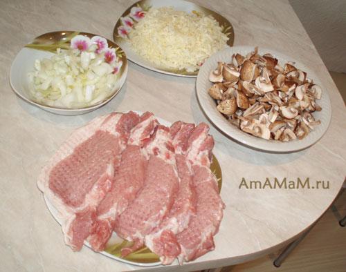 Как нарезать продукты для грибного соуса к мясу на сливках