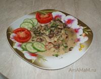 Очень вкусная жареная свинина в сливочном соусе с грибами