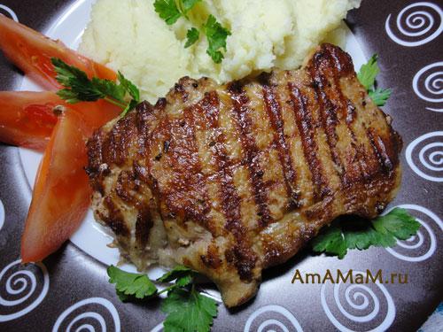 Очень вкусный кусочк мяса  жареный на гриле