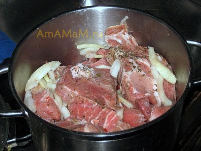 Приготовление вкусной свинины с острыми специями