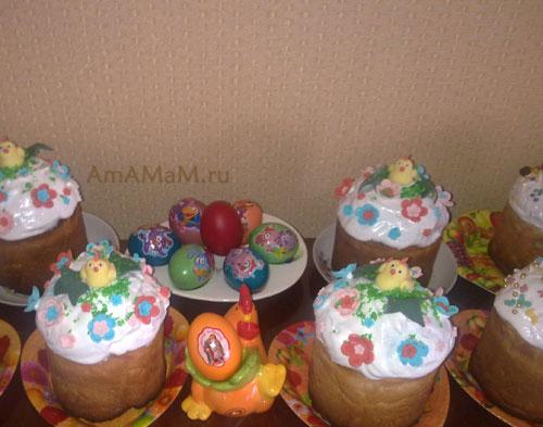Пасхальный стол: куличи и пасхальные яйца