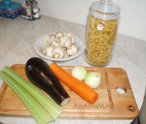 Состав продуктов для приготовления быстрого ужина с пастой (макаронами) и овощами