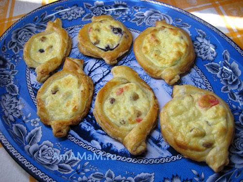 Готовые лодочки с творожной массой - очень вкусные и сочные пирожки!