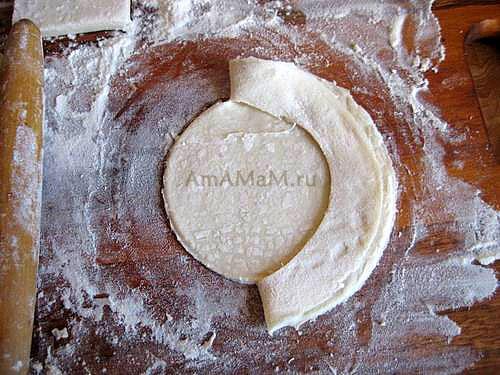 Процесс изготовления лодочки - технология переплетения теста для формирования пирожков