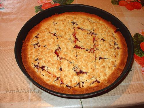 Очень вкусный и простой песочный пирог с начинкой из варенья!