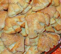 Очень вкусное печенье из творога, свернутое в форме треугольника (или платочка)