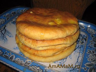 Готовые горячие абхазские хачапури