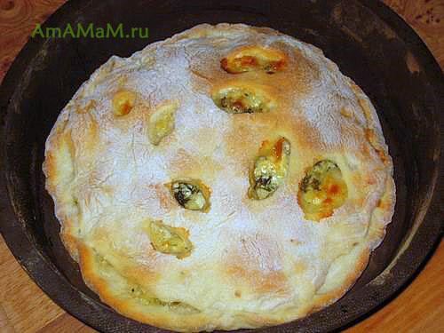 Очень вкусный пирог с творогом, сулугуни и зеленью