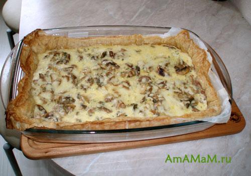 Готовый французский пирог с мясом и грибами - киш. Очень вкусная и сытная еда!