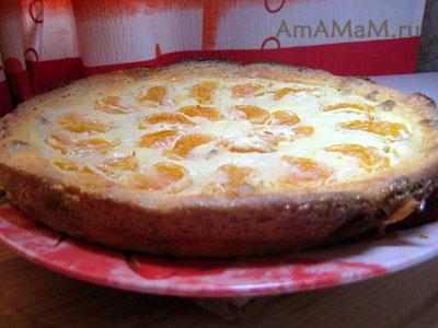 Творожный пирог с изюмом и фруктами (мандаринами)