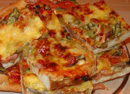 Очень вкусная домашня пицца с грибами и колбасой!