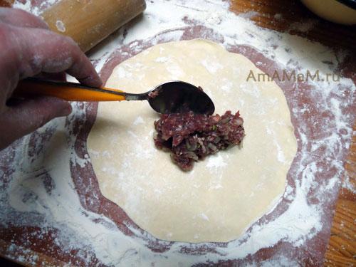 Как праивльно раскатать тесто для беляшей
