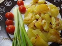 Как жарят картофель с луком - рецепт