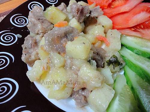 Очень вкусная картошка, тушеная с мясом, луком и морковкой
