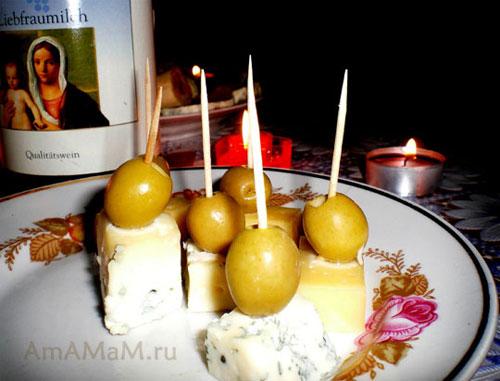 Канапе из сыра с оливками