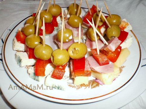 Оливки со сладким перцем, сыром, ветчиной