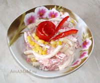 Очень вкусный салат из макарон с ветчиной, кукурузой, помидорами и болгарским перцем по-итальянски!