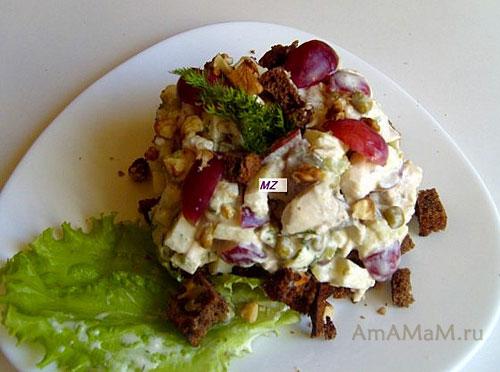 Очень вкусный пикантный американский куриный салат готов!