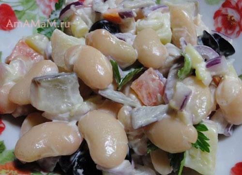 Очень вкусный и дешевый салат с фасолью и селедкой!
