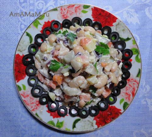 Очень вкусный салат из селедки, фасоли, картошки, лука, чеснока, морковки и зелени!