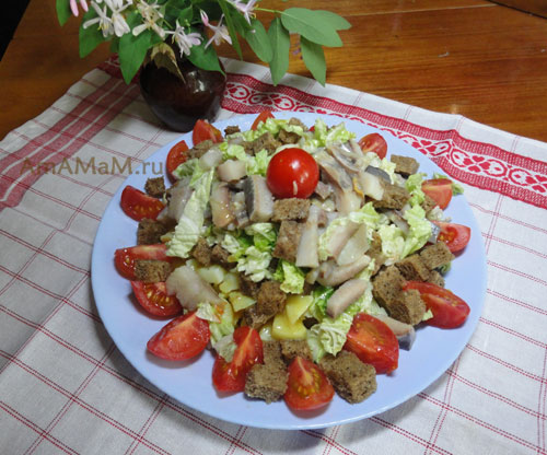 Как приготовить салат из селедки и черного хлеба с картофелем и помидорами