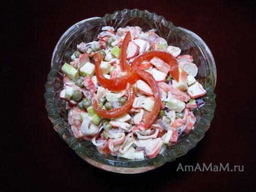 Что приготовить из крабовых палочек - вкусный рецепт салата с помидорами и яблоком