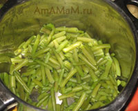 Очень вкусное лобио по абхазски из зеленой стручковой фасоли с орехами, зеленью, луком, чесноком и аджикой