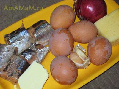 Ингредиенты для приготовления салата Мимоза: рыба, сыр, масло, чеснок, лук, сыр