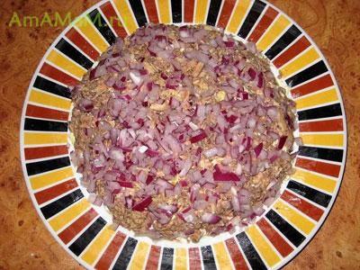 Седьмой слой салата Мимоза - лук