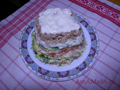 Очень вкусный праздничный салат из печени трески с яйцами, морковкой, луком