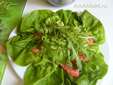 Как сделать салат с красной малосольной рыбой
